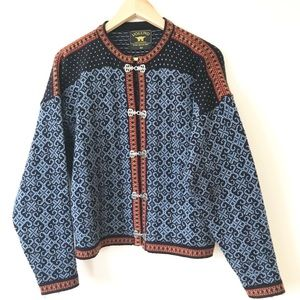 NORWEGIAN Lambswool Sweater Blue-Red Medium